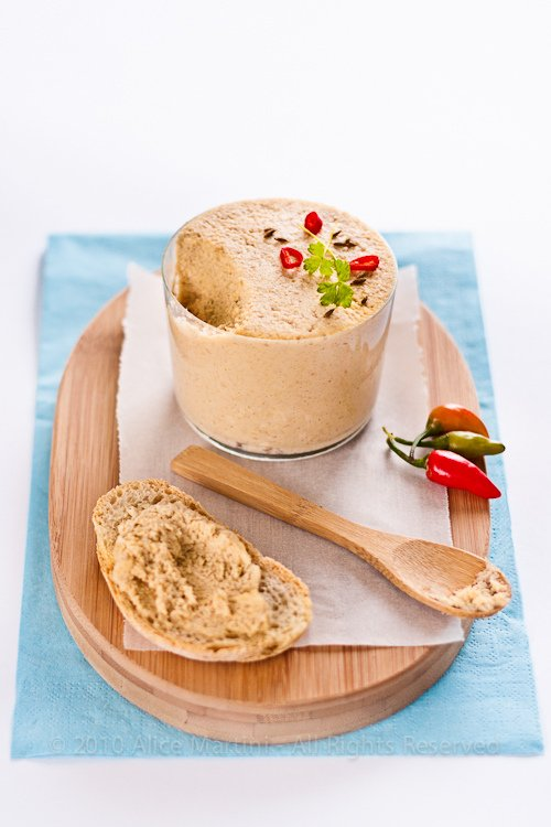 Hummus di Ceci - Foto e ricetta di Alice Martini - Kitchenbloodykitchen.com